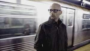 Moby ataca la adicción a la tecnología en su nuevo video