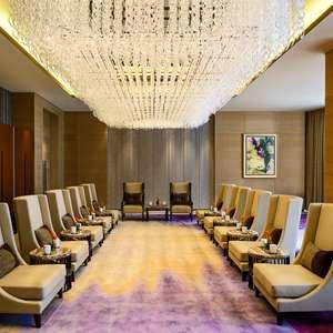 Ilha artificial e LED: conheça hotel chinês que custou ...