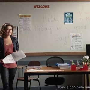 'Sangue Bom': Amora vira professora e encara até ônibus