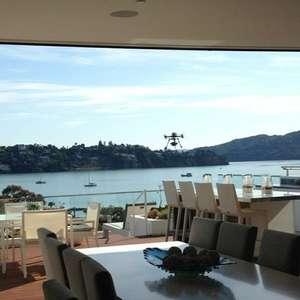 EUA: hotel oferece champanhe via drone para hóspedes