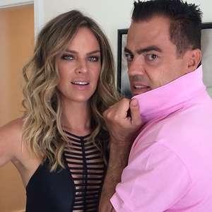 Letícia Birkheuer desfia o cabelo longo com Biaggi