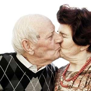Sexo mantém cérebro de idosos mais jovem, diz estudo