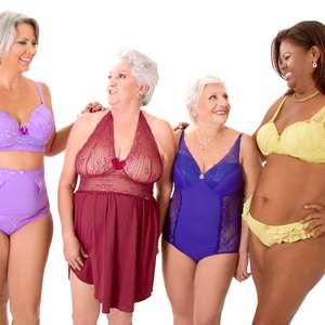 Loja plus size faz foto com mulheres de 50 a 76 com lingerie
