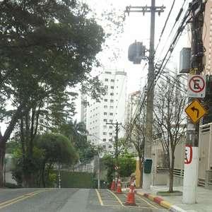 vc repórter: condomínios demarcam vagas em rua de SP