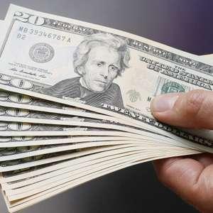 Dólar alterna altas e baixas no dia e fecha em R$ 3,754