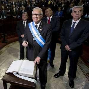 Alejandro Maldonado jura como nuevo presidente de Guatemala
