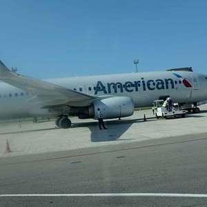 Piloto de avión de American Airlines muere en pleno vuelo