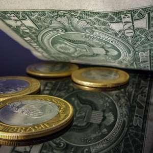 Dólar cai na semana e fecha no menor valor em 40 dias