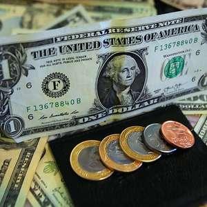 Dólar cai abaixo de R$ 3,75 em meio a ecos do Fed e Tombini