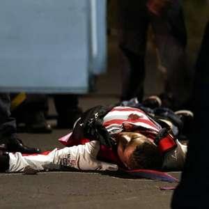 Pasajeros matan y arrojan cuerpo de ladrón al pavimento