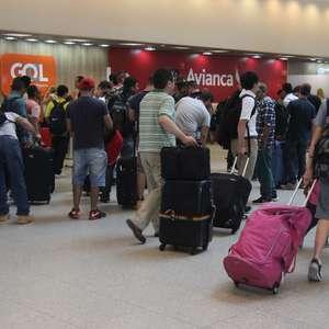 Movimento nos aeroportos é tranquilo na saída para o feriado
