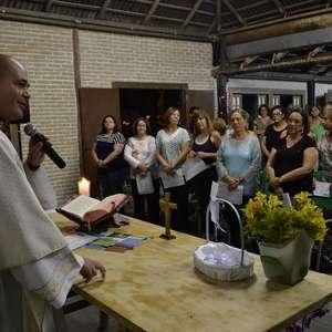 Padre excomungado cria igreja