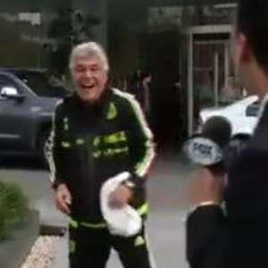 Tuca interrumpe a reportero y lo empuja