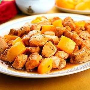 Peito de frango com pêssego em calda e champanhe