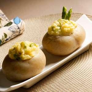Batatas recheadas com aspargos