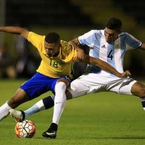 Brasil leva gol no último minuto e cede empate à Argentina
