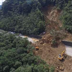 SP: barreira bloqueia rodovia que liga interior ao litoral