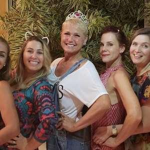 Xuxa reencontra paquitas da 1ª geração: 'Onde tudo começou'
