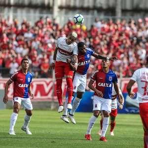 Internacional leva gol no fim e empata com o Paraná