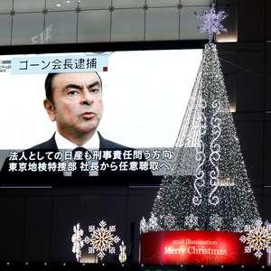 Preso, Ghosn ganha até outdoor em Beirute