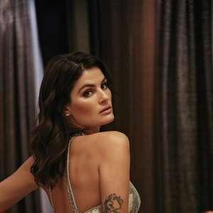 Isabeli Fontana usa look sensual em festa do Calendário ...