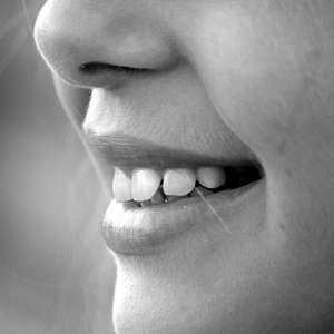 Rir pode aliviar a dor de dente