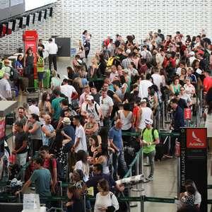 Passageiros enfrentam filas no Aeroporto de Guarulhos
