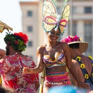 Abertura não oficial do Carnaval atrai foliões no Rio