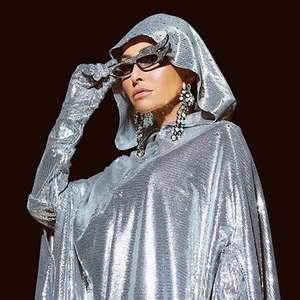 Sabrina Sato é coroada rainha da Gaviões em look de R$18 mil