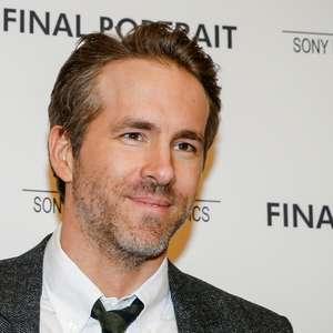 Barreira cede e quase cai em cima de Ryan Reynolds na CCXP