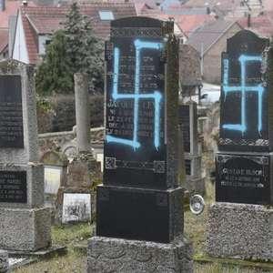 Quase 80 túmulos são profanados em cemitério judaico na ...