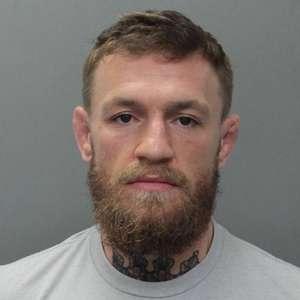 McGregor é preso acusado de quebrar e roubar celular de fã