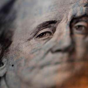 Exterior puxa alta do Dólar, no aguardo de Previdência