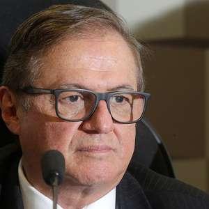 Procuradoria investiga ministro da Educação por improbidade