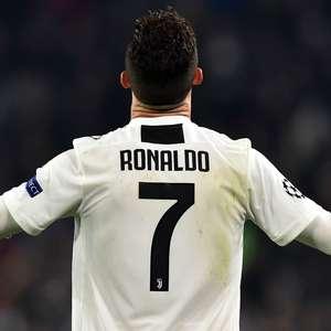 Cristiano Ronaldo dá camisas da Juventus aos filhos de ...