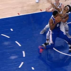 NBA: Embiid atira Allen no chão com cotovelada