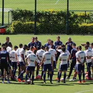 São Paulo prioriza bolas paradas no penúltimo treino ...