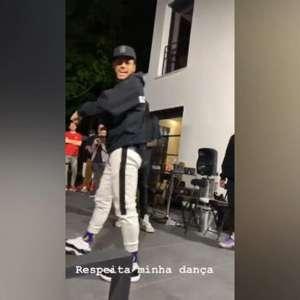 Dançarino! Neymar arrisca no passinho e diverte Marquinhos
