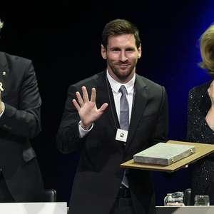 É 'de casa'! Messi recebe grande condecoração na Catalunha