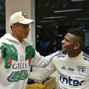 Antes da Copa América, David Neres visita CT do São Paulo