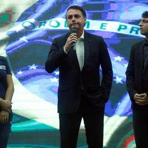 """Recado para as """"velhas práticas"""", diz Bolsonaro sobre atos"""
