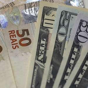 Dólar cai para R$ 3,88 com aposta em corte de juros nos EUA