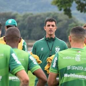 América-MG demite o técnico Maurício Barbieri