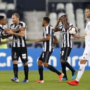 279029366964c4 Sula: Sem Carli, Botafogo tem apenas um zagueiro para o jogo da volta