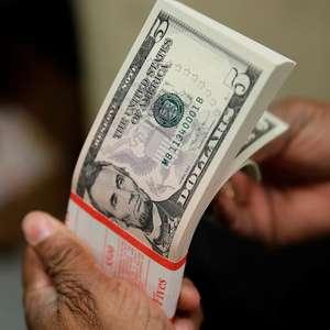Dólar se aproxima de R$ 4 com temor de recessão mundial