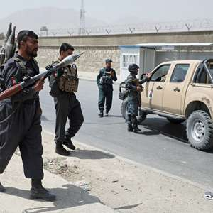 Atentado com carro-bomba deixa 95 feridos no Afeganistão