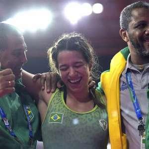 Giulia Penalber vence nicaraguense e é bronze no wrestling