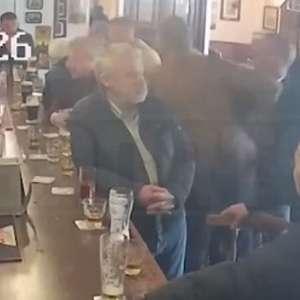 McGregor agride idoso em bar e se envolve em nova polêmica