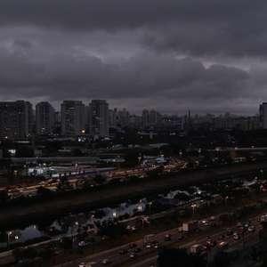 """Ministro compara nuvem que encobriu São Paulo a """"fake news"""""""