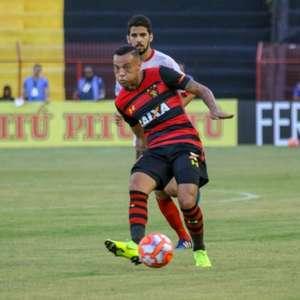 Alvo de Vasco e Cruzeiro, Guilherme vive melhor ano da ...